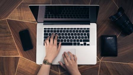 Maioria dos trabalhadores usam dispositivos de trabalho para tarefas pessoais