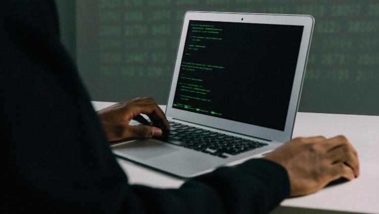 """A """"tempestade perfeita"""" da cibersegurança no trabalho híbrido"""